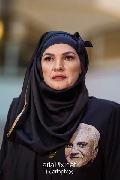 لباس آذر معماریان در جشن حافظ