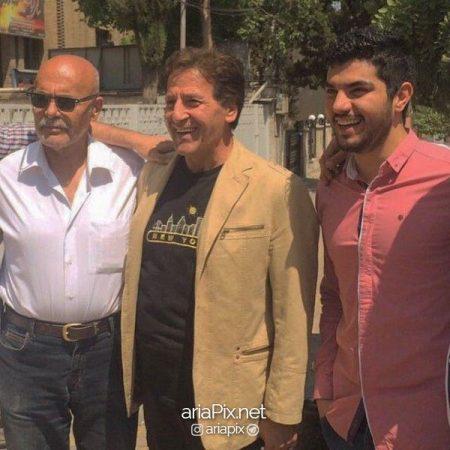 سینا مهراد در کنار ابوالفضل پورعرب و جمشید هاشم پور