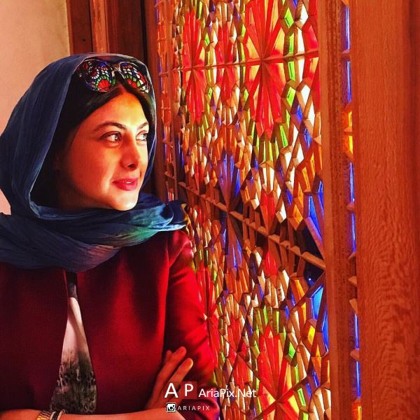 آزاده صمدی ,ازاده صمدی و همسرش ,بیوگرافی آزاده صمدی