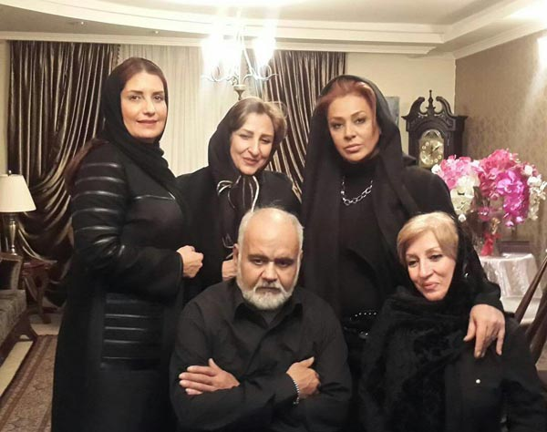 بازدید بازیگران زن از اکبر عبدی برای فوت پدرش