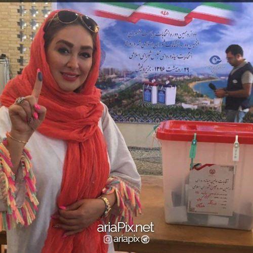 الهام حمیدی در حال رای دادن