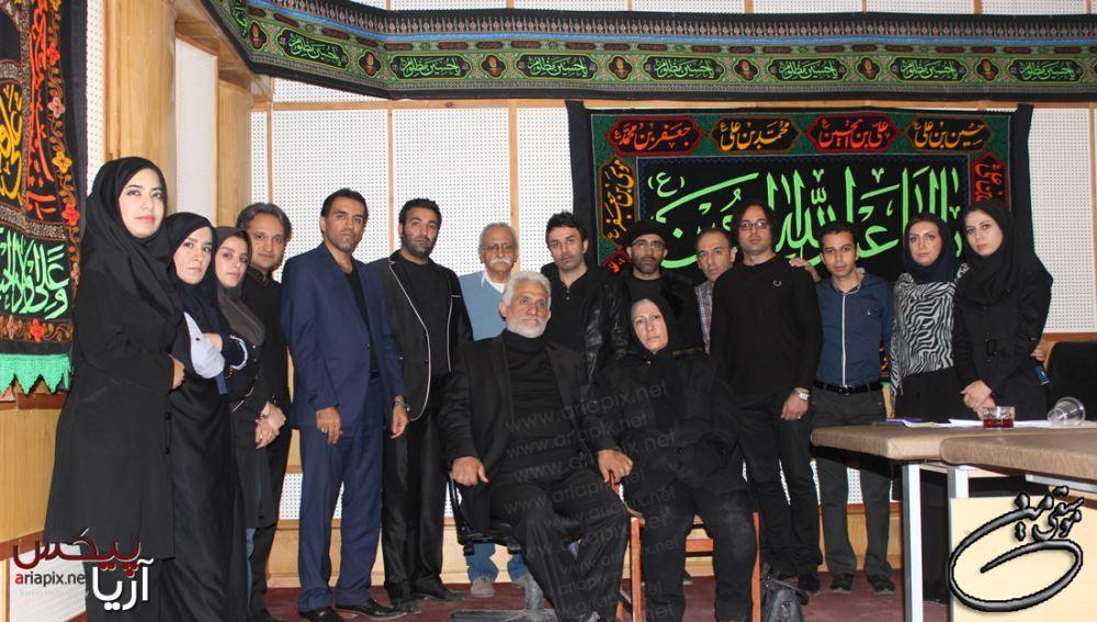 عکس یادگاری خانواده مرتضی پاشایی با عوامل و پشت صحنه برنامه موسیقی من