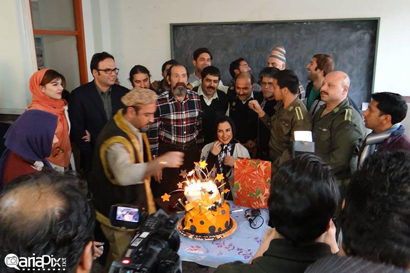 جشن تولد مرجانه گلچین در لوکیشن کلانتری ملت سریال شاهگوش با حضور عوامل فیلم