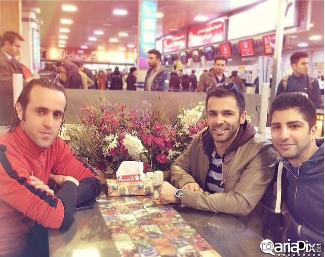 عکس یادگاری سیروان و زانیار خسروی با علی کریمی