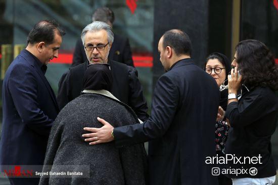بازیگران در تشییع جنازه عارف لرستانی