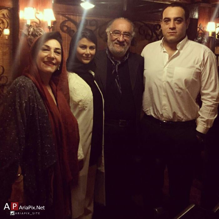 یاسمینا باهر در کنار خانواده همسرش