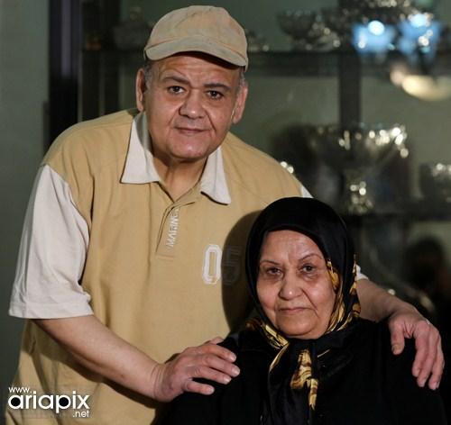 اکبر عبدی و مادرش / عکس