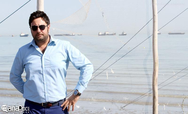 عکس از محمد علیزاده در کنار سواحل خلیج فارس