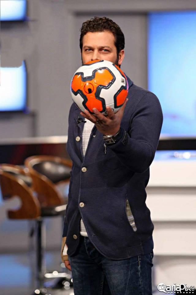 عکس جدید از پژمان بازغی بازیگر ایرانی با ورزش و توپ فوتبال