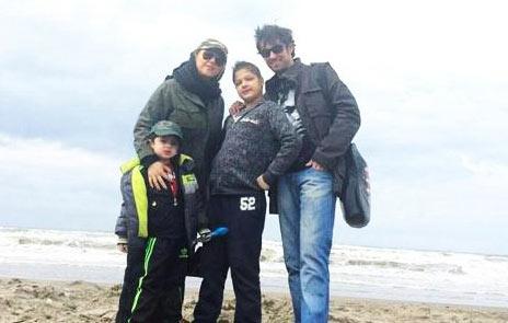 عکس شهاب حسینی با پسرانش