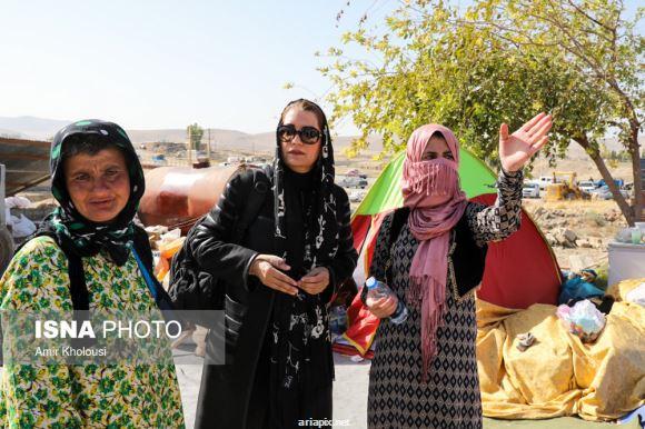 حضور فریبا کوثری بازیگر زن در روستاهای سرپل ذهاب کرمانشاه بعد از وقوع زلزله