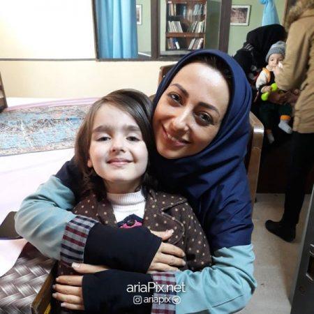 نیوشا علیپور و مادرش