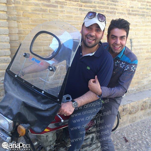 احسان علیخانی در حال موتور سواری + عکس