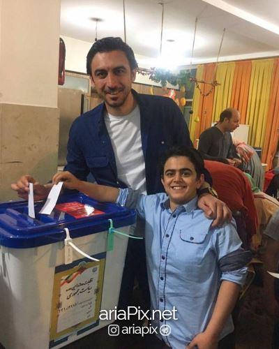امیرمحمد متقیان و سید مهدی رحمتی بعد در حال رای دادن