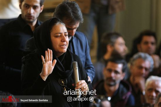 همسر عارف لرستانی در مراسم تشییع او