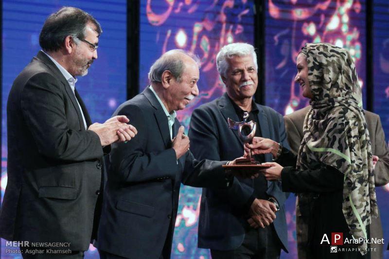 دریافت جایزه مریلا زارعی جشنواره مقاومت