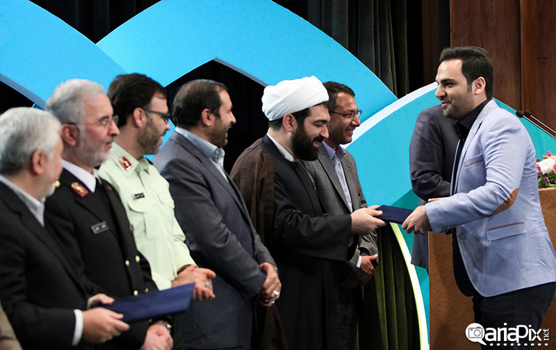 احسان علیخانی در مراسم تقدیر از برنامه های نوروزی 93