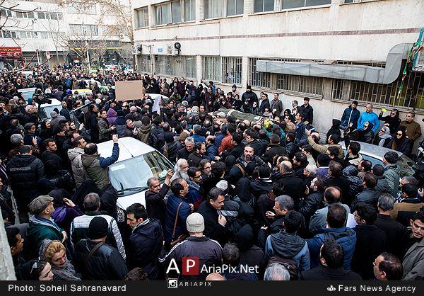 مردم در مراسم تشییع جنازه حسن جوهرچی