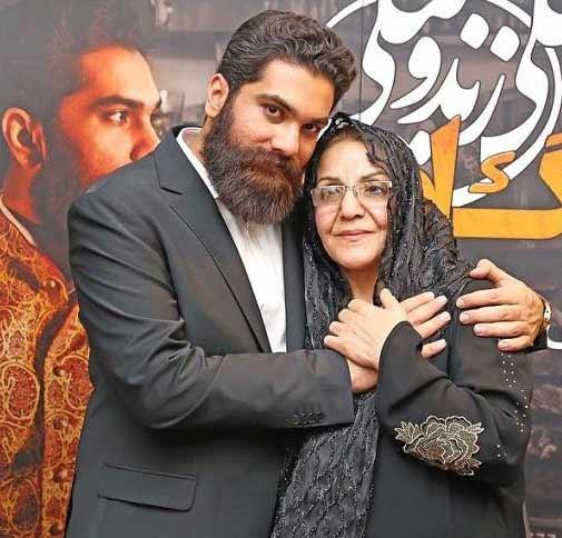 علی زندوکیلی و مادرش